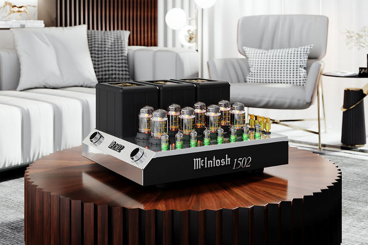 McIntosh 1502 in the livingroom