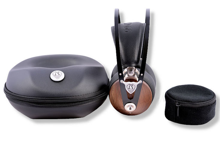 Explorer headphone with tranport- and cable box